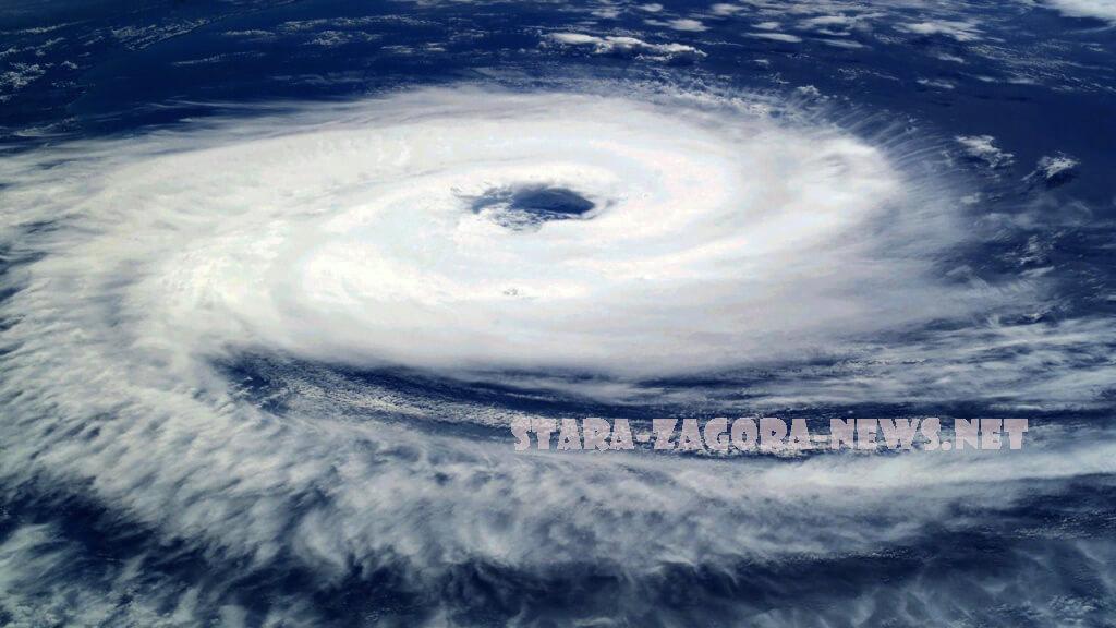 พายุเฮอริเคนลอร่า พัดถล่มชายฝั่งหลุยเซียน่าโดยลมแรงทำให้เกิดน้ำท่วมฉับพลันในรัฐของสหรัฐฯศูนย์เฮอริเคนแห่งชาติ (NHC) กล่าว